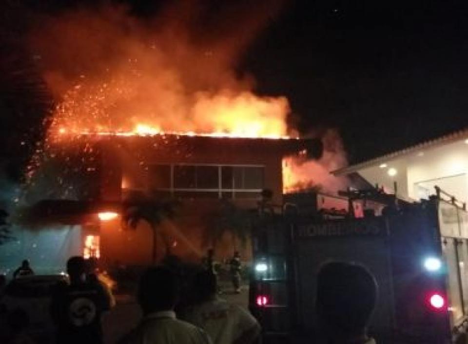 Porto Seguro: Incêndio atinge hotel na orla; suspeita é que curto-circuito provocou fogo
