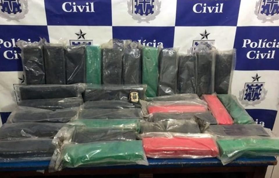 Trio de Porto Seguro é preso com 30 kg de maconha dentro de ônibus