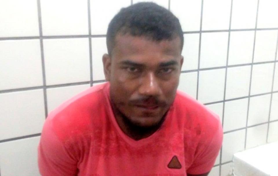 Criminoso é preso por militares após cometer assalto em loja de celular na cidade do Prado