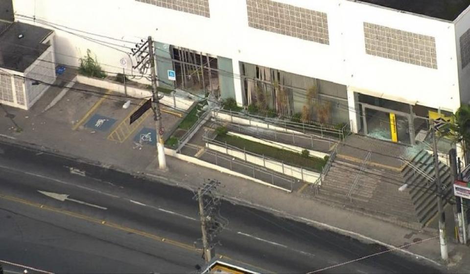 Tentativa de roubo a banco provoca tiroteio em SP