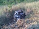 Caminhão tomba sobre carro de passeio: dois mortos na estrada