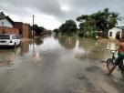 Chuva deixa casas de Itapebi alagadas; moradora se diz abandonada pelos representantes