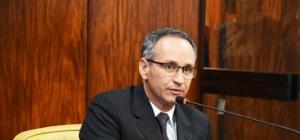 Presidente do INSS é demitido após contratar empresa com sede em depósito de bebidas