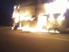 Vídeo: Motociclista morre carbonizado durante acidente entre moto e ônibus escolar em Porto Seguro